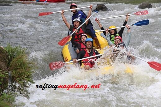 harga rafting sungai progo hulu